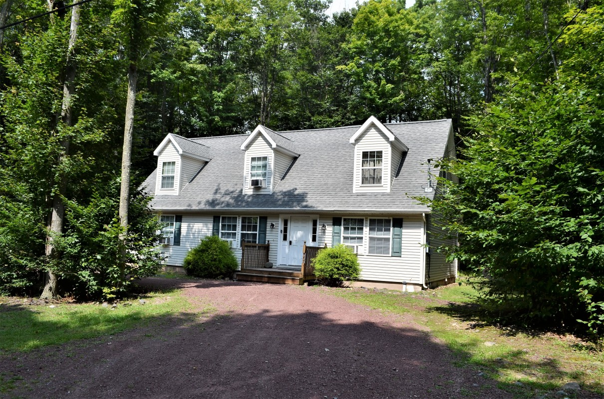 Fully Equipped Arrowhead Lake Chalet. Book Now!! , Pocono